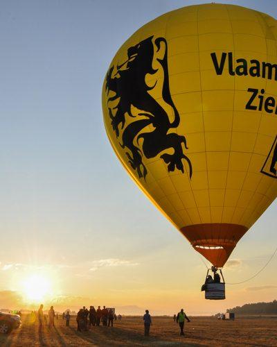 Diana Cherecheș și Kinga Kalmar - Maramures Balloon Fiesta 2011 (4)
